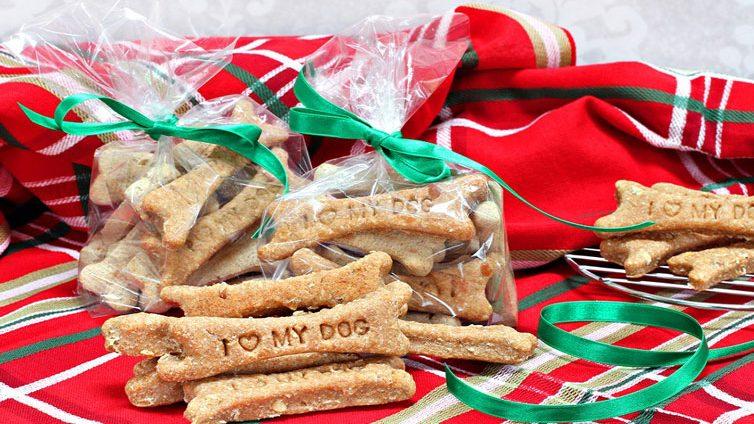 35 Homemade Christmas Dog Treats Recipes Inside